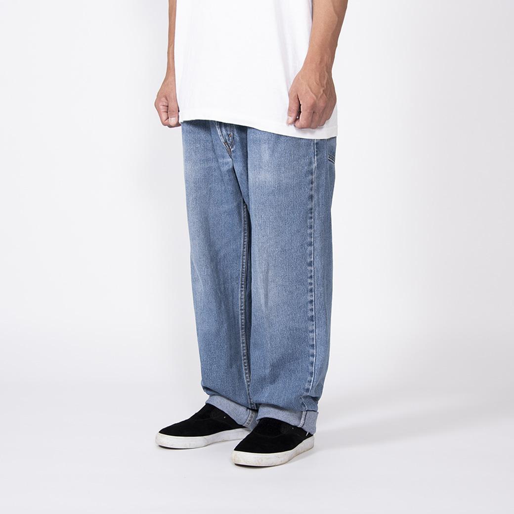 スケーターならば、パンツは太くあれ。