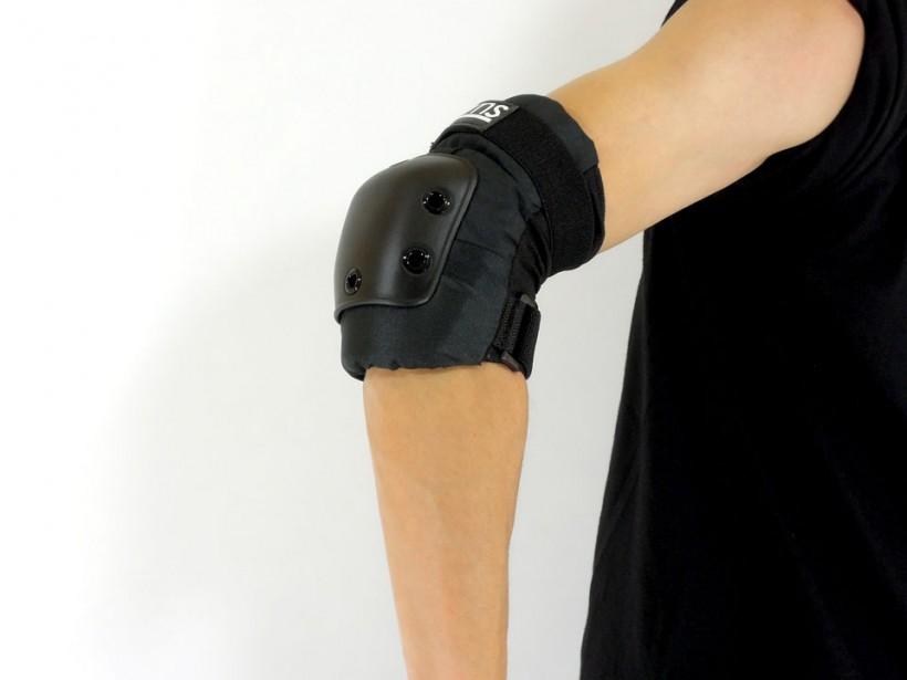 スケボー arms エルボーパッド(肘当て)着用例1