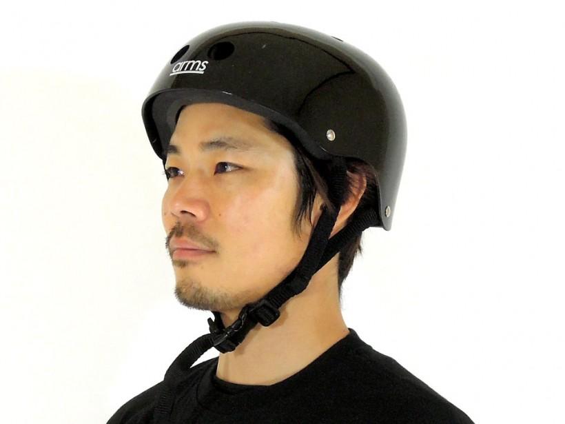 arms スケボー ヘルメット ブラック 着用例1