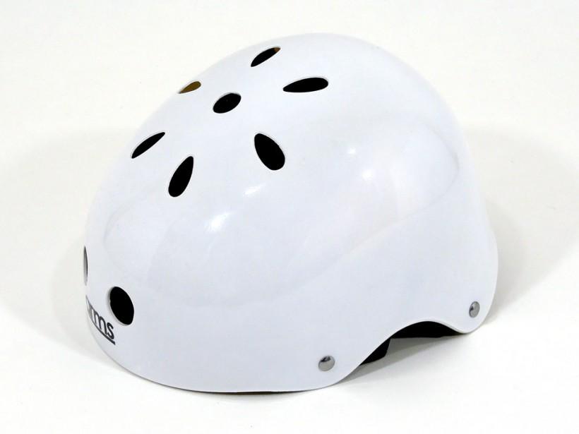 arms スケボー ヘルメット ホワイト 全体