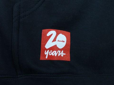 Chocolate スケートボード 20周年記念パーカー ネイビー 06