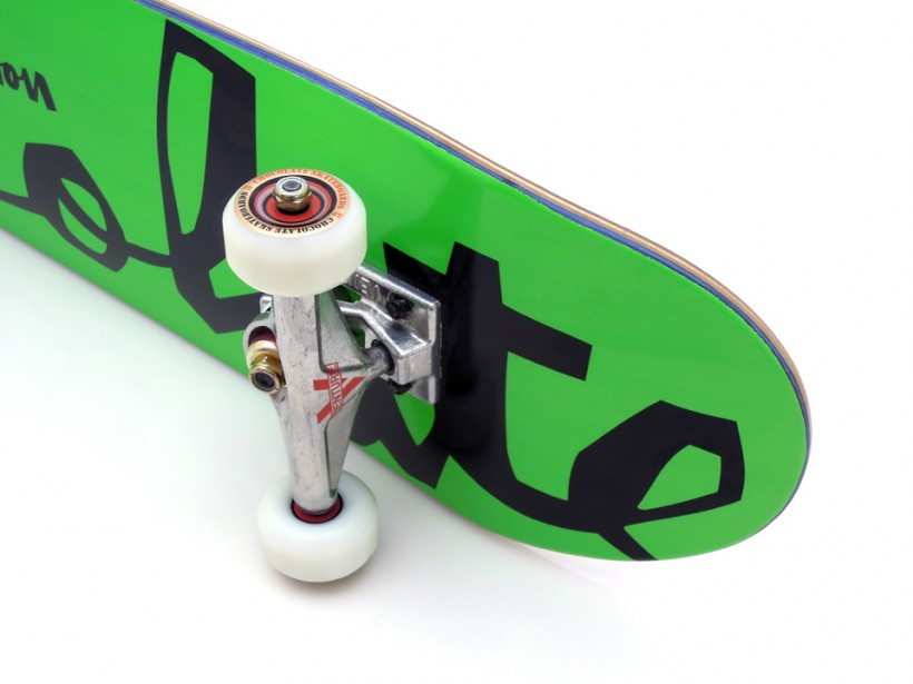スケボー 通販 スケートボード 初心者のためのコンプリートデッキの選び方 Chocolate FLUORESCENT Kenny Anderson 足回り