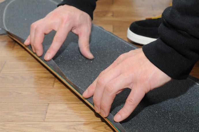 スケボー初心者のためのメンテナンスコーナー デッキテープの貼り方 12