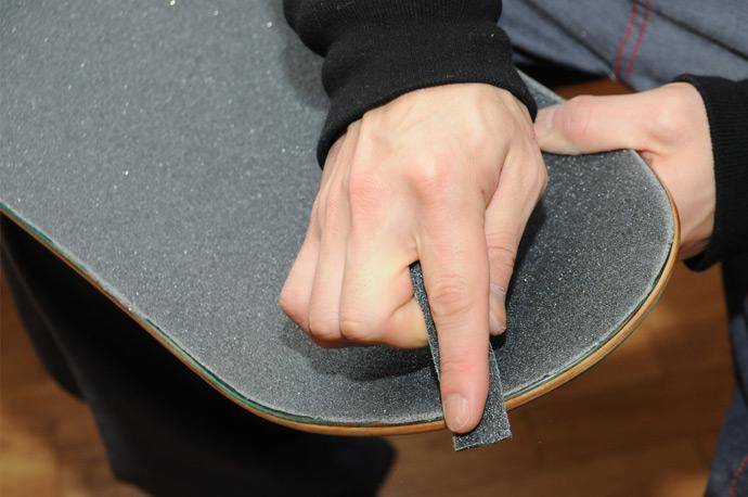 スケボー初心者のためのメンテナンスコーナー デッキテープの貼り方 16