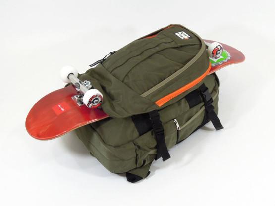 スケボー ブランド バッグ GIRL スケートキャリア バックパック デッキ取り付け完了