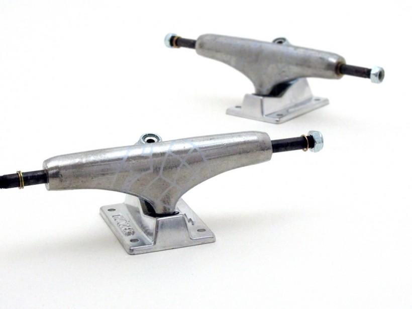 スケボー 初心者 通販 スケートボード デッキの選び方 コンプリートデッキ 太め サイズ 安定感 トラックの幅 THUNDER 147