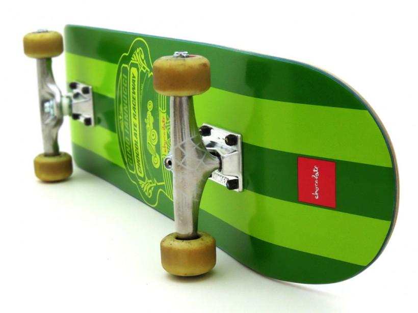 スケボー 初心者 通販 スケートボード デッキの選び方 コンプリートデッキ 太め サイズ 安定感 トラックの幅 8インチコンプリートデッキ足回り