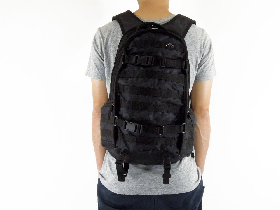 NIKE SB RPM Backpack ナイキ スケートボード スケボー バッグ デッキ取り付け バックパック 着用例3