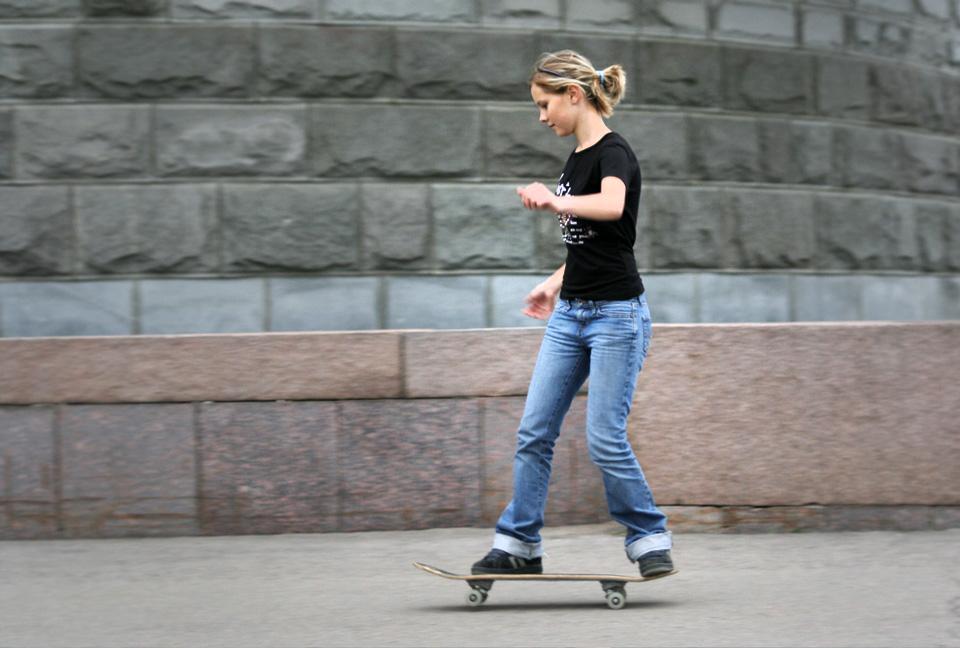 ガールズスケーター 女性 女子 スケボー スケートボード 選び方 初心者 コンプリートデッキ 完成品 通販