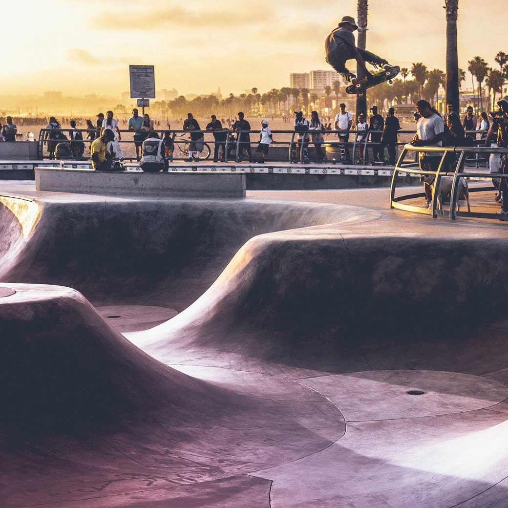 スケートパークがあるのに、どうして街で滑りたいのか?